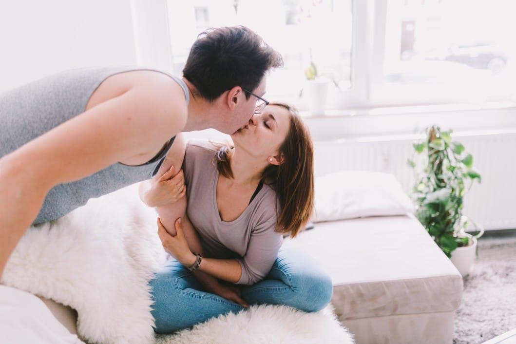 Der Kuss ist eine wesentliche Hilfe für intensivere Zeit zu zweit