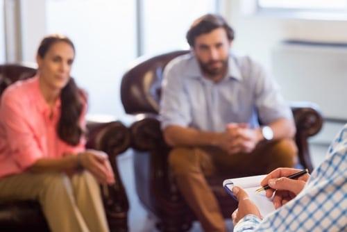 Eheberatung: Ein Paar bei der Paartherapie